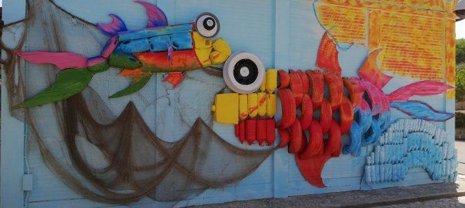 Novo mural da EB 2/3 da Trafaria, inspirado nos trabalhos do artista Bordalo II